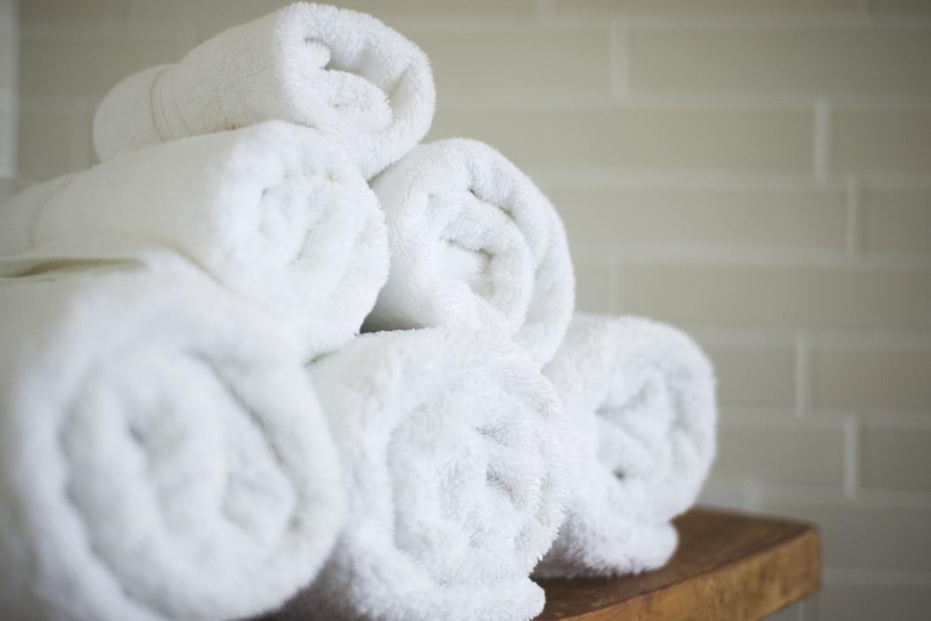 Handdoeken in de badkamer